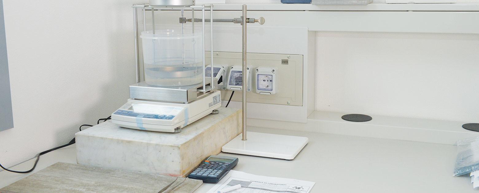 All'interno del laboratorio chimico PVC i nostri chimici professionisti sviluppano la formula chimica compound che più si adatta alle esigenze del cliente
