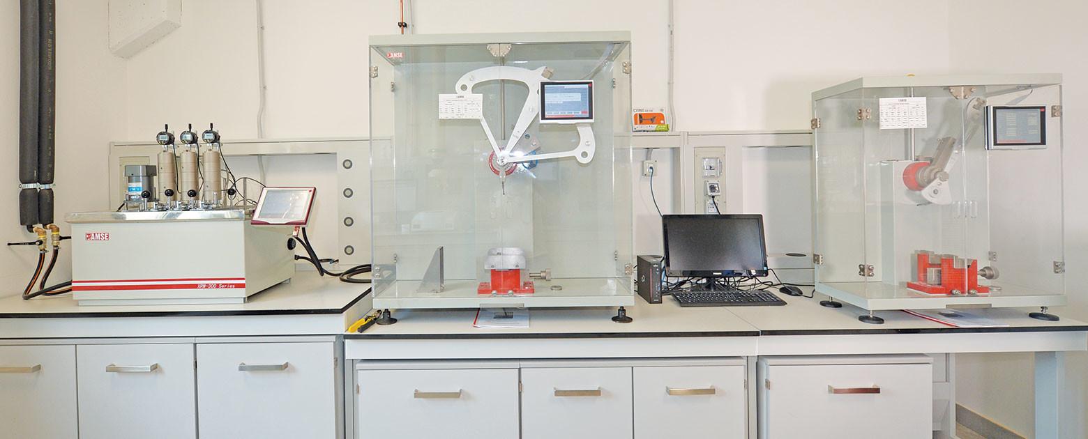 All'interno del laboratorio polimeri termoplastici i nostri chimici professionisti sviluppano la formula chimica compound che più si adatta alle esigenze del cliente